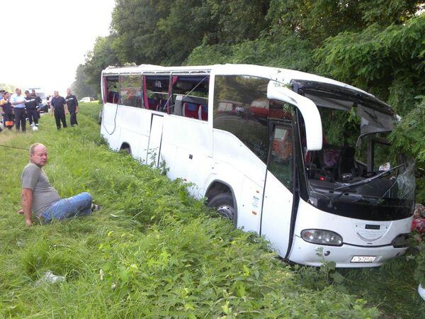 Al menos 14 muertos y 22 heridos en accidente de autobús con peregrinos rusos en Ucrania - Sputnik Mundo