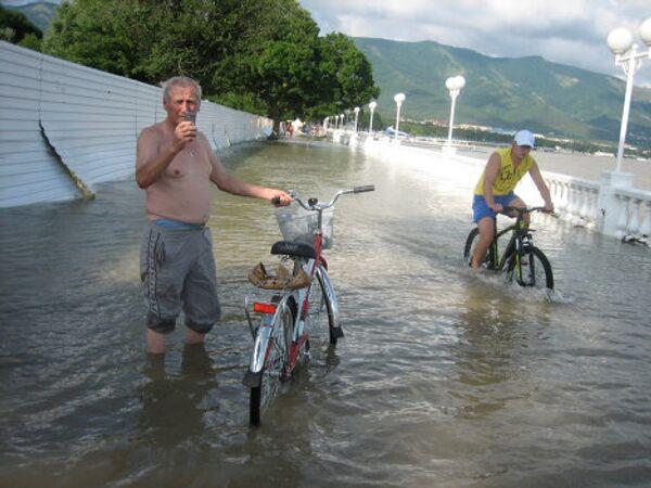 Consecuencias de las fuertes lluvias en la región de Krasnodar - Sputnik Mundo