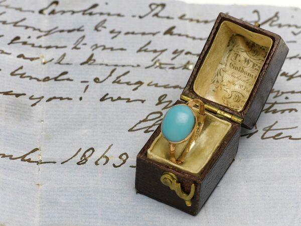 Anillo de la famosa escritora británica Jane Austen vendido  por US$236 mil - Sputnik Mundo