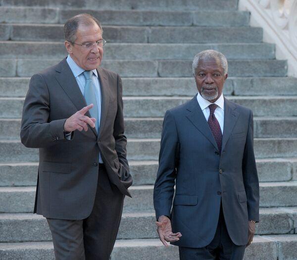 Serguei Lavrov y Kofi Annan - Sputnik Mundo