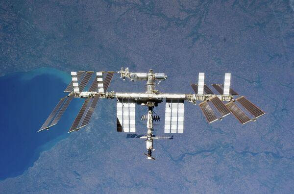 Los tripulantes de la ISS recibirán el año nuevo 15 veces - Sputnik Mundo