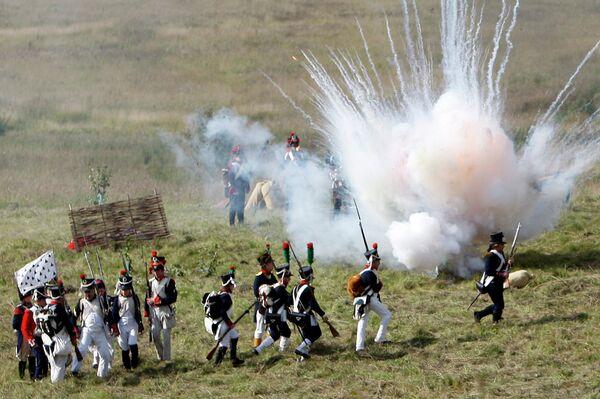 Cañonazos y combates en homenaje a la Batalla de Borodinó de 1812 contra Napoleón - Sputnik Mundo