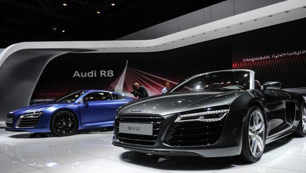 Consorcios automovilísticos extranjeros suspenden ventas en Rusia por la caída del rublo - Sputnik Mundo