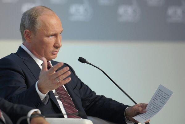 Putin recomienda avanzar hacia múltiples monedas de reserva - Sputnik Mundo