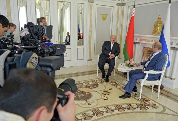 Putin destaca avances en la integración de Rusia, Bielorrusia y Kazajstán - Sputnik Mundo