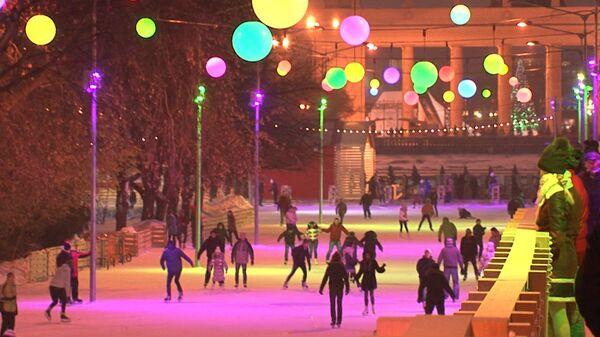 """""""Mandarina-móviles"""", ferias, patinaje y otras diversiones de Año Nuevo en Moscú - Sputnik Mundo"""
