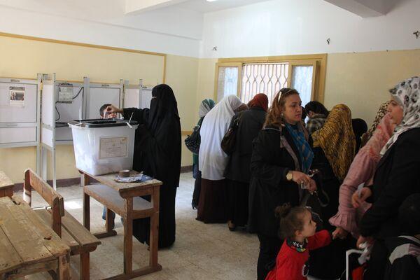 La nueva Constitución egipcia recibe amplio respaldo en las urnas, según autoridades - Sputnik Mundo