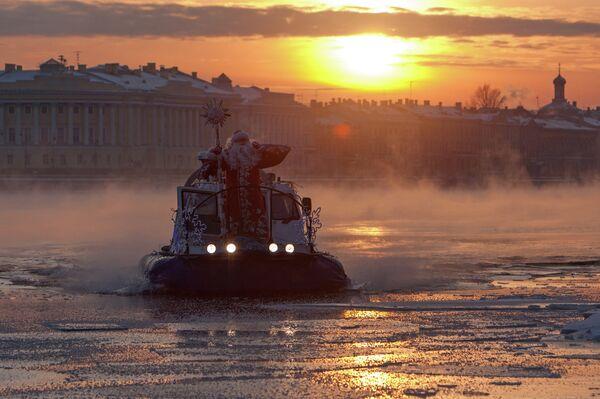 Papá Noel llega a San Petersburgo - Sputnik Mundo