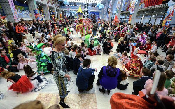 250.000 niños asistieron a las celebraciones del Año Nuevo en el Kremlin - Sputnik Mundo