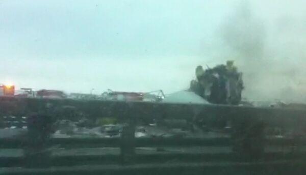 Avión de pasajeros se incendia tras aterrizaje forzoso en Moscú - Sputnik Mundo