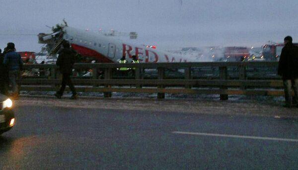 Ya son cuatro las víctimas  tras el accidente en el aeropuerto Vnúkovo de Moscú - Sputnik Mundo