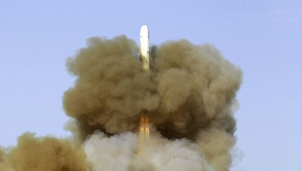 Lanzamiento de un misil balístico RS-18 desde el cosmódromo de Baikonur - Sputnik Mundo