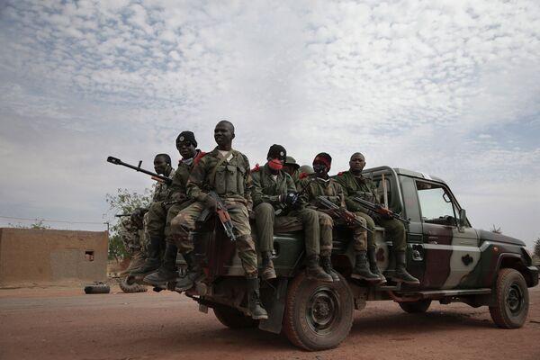 Rusia proporciona fusiles y lanzagranadas al Ejército maliense - Sputnik Mundo
