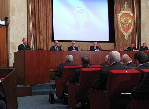 Putin exige bloquear la propaganda radical en internet - Sputnik Mundo