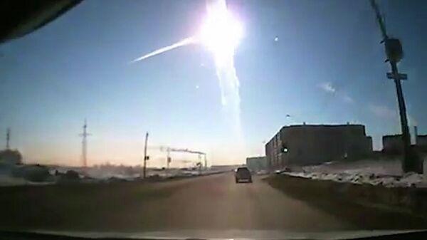 El brillo del Sol impidió detectar el bólido de Cheliábinsk, dice experto - Sputnik Mundo