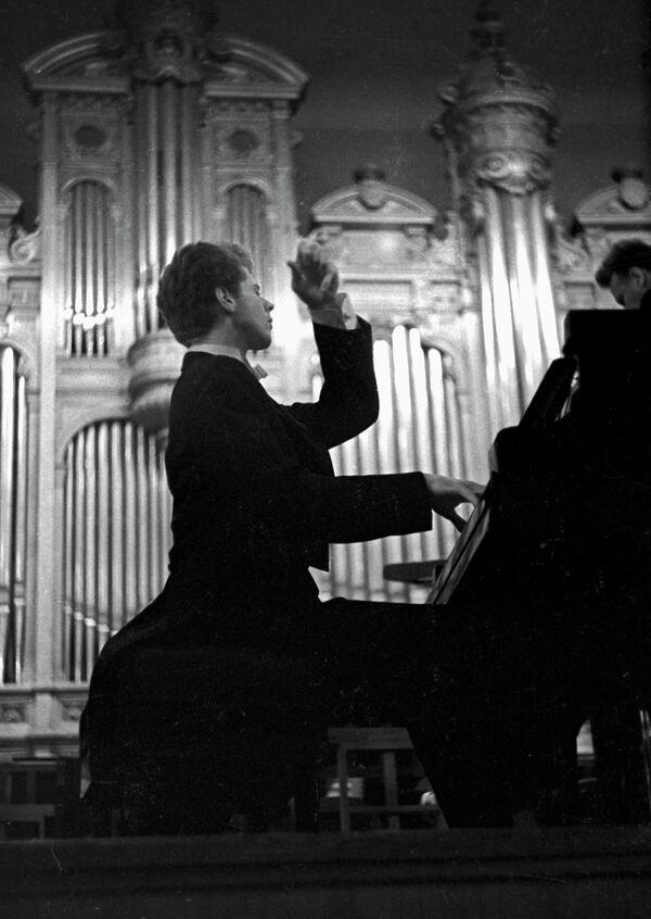 "Van Cliburn, pianista estadounidense ""hecho en la URSS"" - Sputnik Mundo"