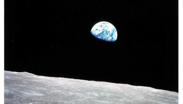 Un ruso viajará al espacio con DiCaprio por 1,55 millones de dólares - Sputnik Mundo