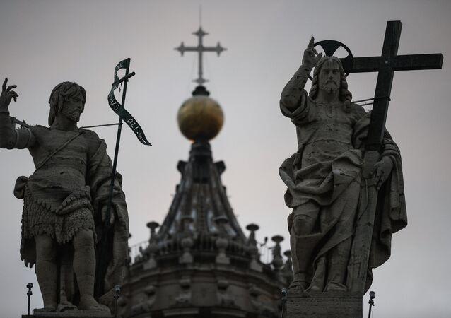 Esculturas de la Basílica de San Pedro en Vaticano