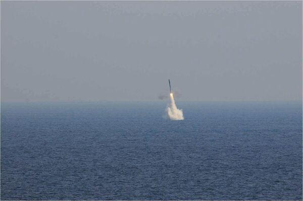 India realiza con éxito el primer lanzamiento subacuático del misil BrahMos - Sputnik Mundo