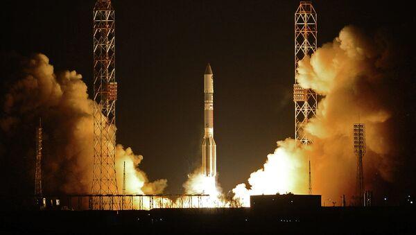 Cohete portador Protón-M con el bloque propulsor Briz-M (Archivo) - Sputnik Mundo