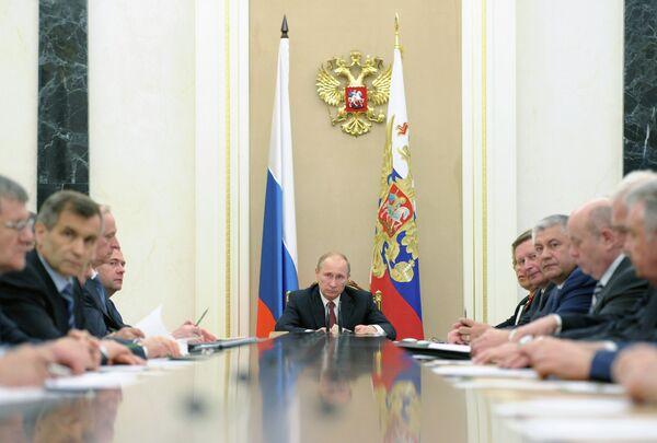 Putin llama a reforzar la seguridad en el sur de Rusia ante amenazas que provienen de Afganistán - Sputnik Mundo