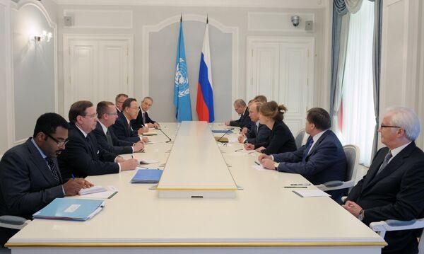 Putin y Ban Ki-moon instan a solucionar conflictos en el marco del derecho internacional - Sputnik Mundo