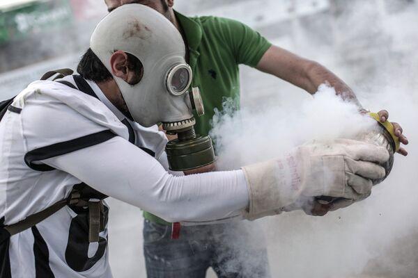 Enfrentamientos entre manifestantes y policía en Estambul - Sputnik Mundo