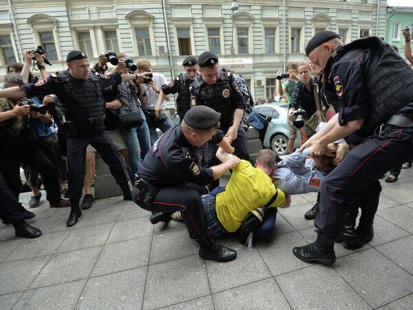 "Diputados rusos aprueban las multas por ""propaganda gay"" - Sputnik Mundo"