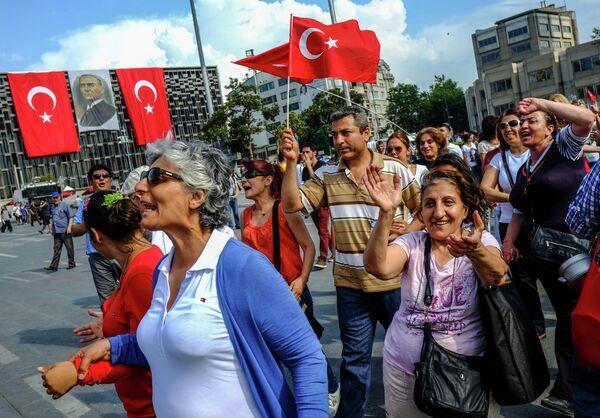 Turquía vive una jornada de huelga tras noche de enfrentamientos - Sputnik Mundo