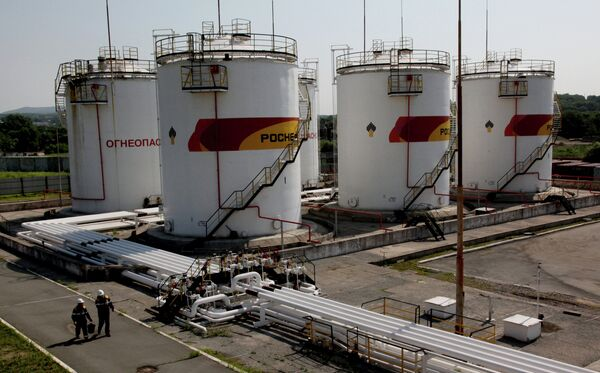 La petrolera rusa Rosneft suministrará más de 350 millones de toneladas de crudo a China - Sputnik Mundo