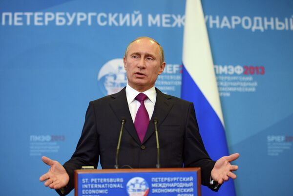 Putin anuncia en San Petersburgo su remedio contra la crisis - Sputnik Mundo