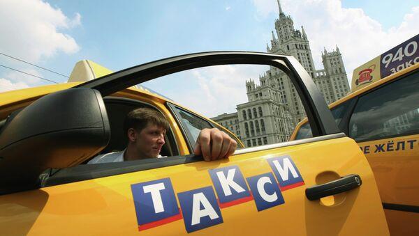 Taxi en Moscú (archivo) - Sputnik Mundo