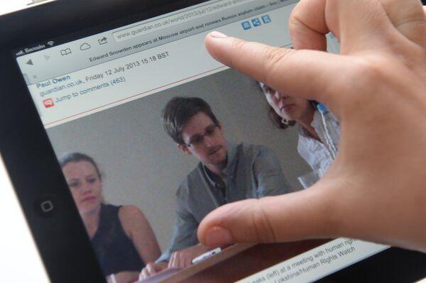 Gigantes de telecomunicaciones colaboraban con Inteligencia británica según Snowden - Sputnik Mundo