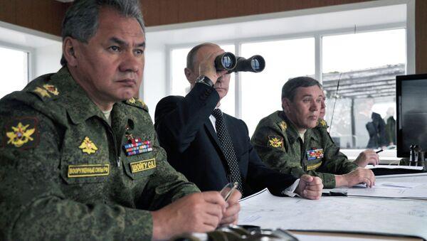 El presidente de Rusia, Vladímir Putin, y el ministro de Defensa de Rusia, Serguéi Shoigú - Sputnik Mundo