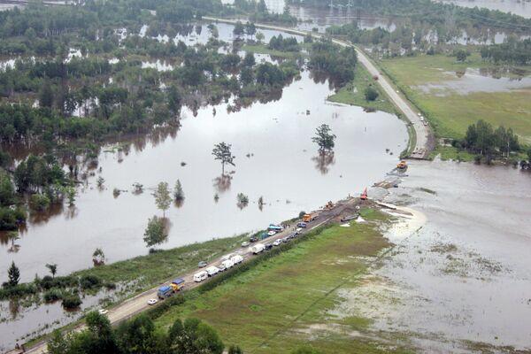 Policía utiliza drones contra el pillaje en zonas inundadas del Lejano Oriente ruso - Sputnik Mundo