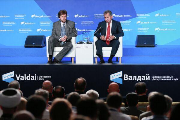 Vladímir Putin y otros protagonistas de la 10ª reunión del Club Valdái - Sputnik Mundo