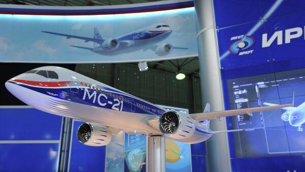 Maqueta del avión comercial para vuelos de mediana distancia MS-21 - Sputnik Mundo