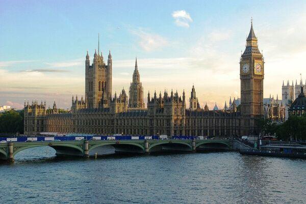 Amnistía Internacional critica las propuestas antiterroristas del gobierno británico - Sputnik Mundo