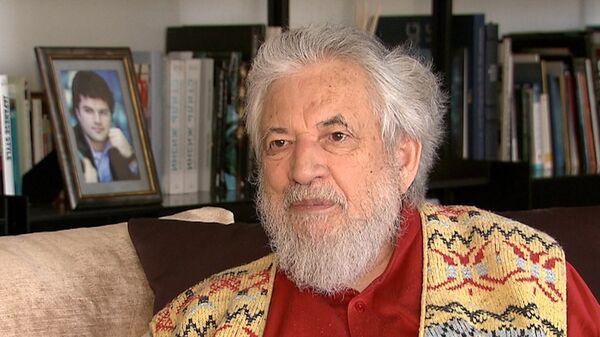 Psiquiatra y psicólogo chileno Claudio Naranjo - Sputnik Mundo