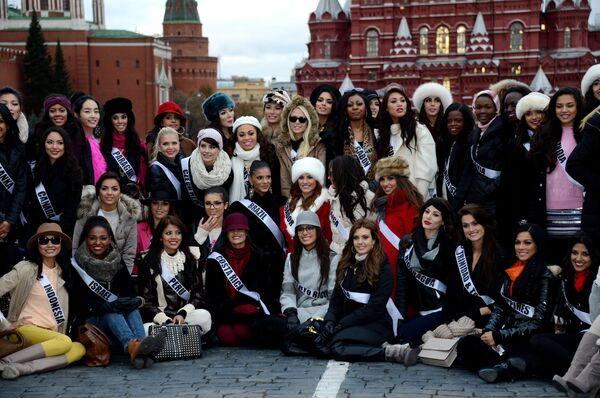 Las mujeres más bellas del Universo pasean por Moscú - Sputnik Mundo