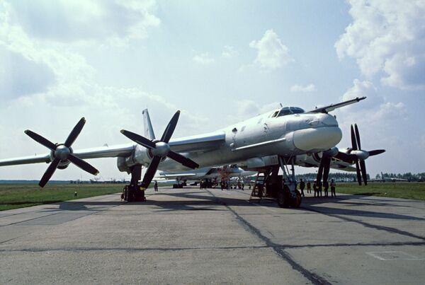 Bombarderos rusos Tu-95MS realizan patrullaje sobre el mar de Noruega - Sputnik Mundo