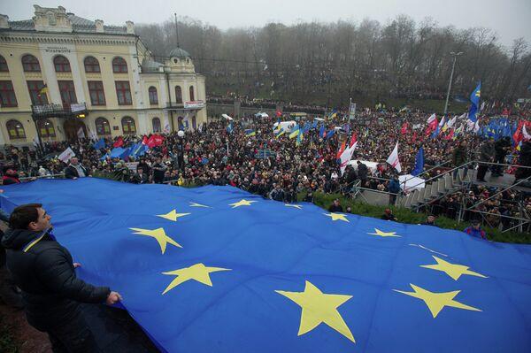 Митинг За европейскую Украину в Киеве - Sputnik Mundo