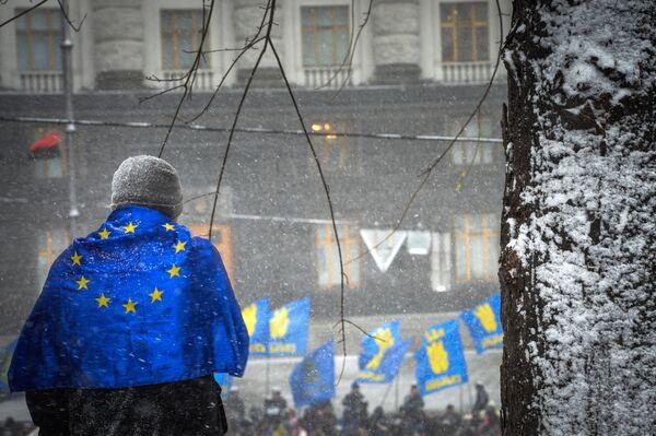 Ucrania firma la parte política del acuerdo de asociación con la UE - Sputnik Mundo