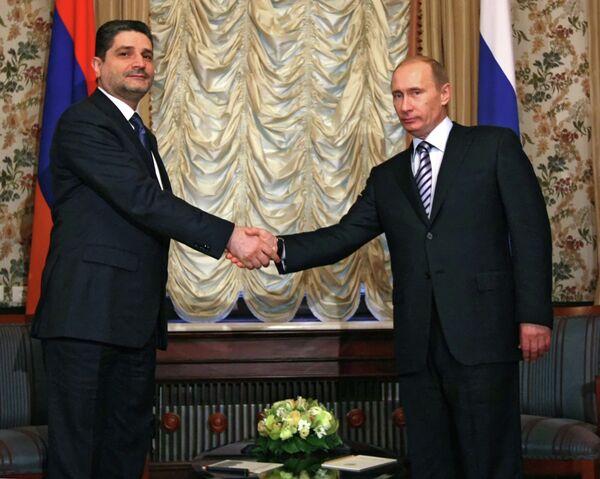 Tigrán Sarkisián y Vladímir Putin (archivo) - Sputnik Mundo