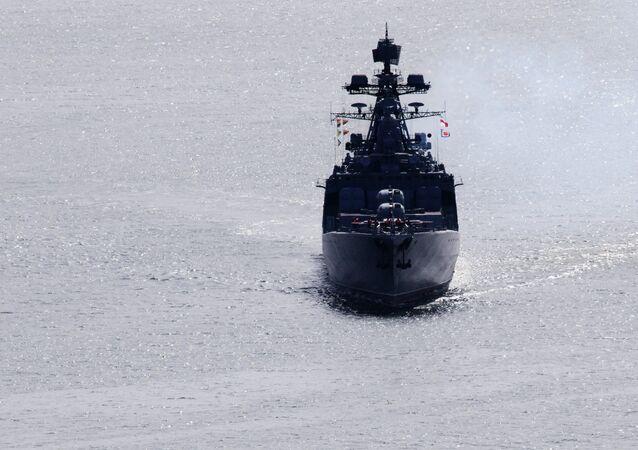 El gran buque antisubmarino Admiral Vinográdov