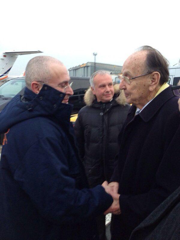 Mijaíl Jodorkovski (a la izquierda) junto al exministro de Exteriores alemán, Hans-Dietrich Genscher, en Berlín - Sputnik Mundo