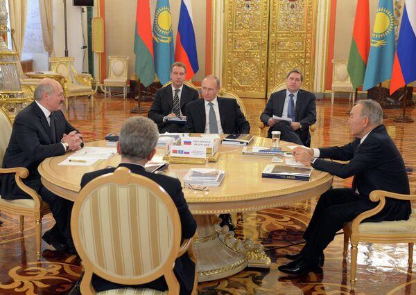 Putin: Ampliar la unión aduanera beneficia a la comunidad eurasiática - Sputnik Mundo