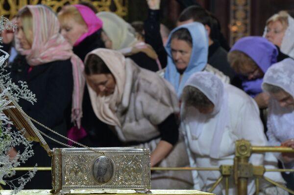 Más de 400.000 fieles veneran los regalos de los Reyes Magos en Moscú - Sputnik Mundo