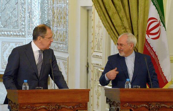 Serguéi Lavrov y Mohamad Yavad Zarif - Sputnik Mundo