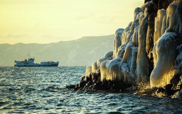 Lago Baikal en invierno - Sputnik Mundo